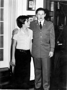 08 -Em Havana, com o Comandante Raul Castro (Abril de 1975)