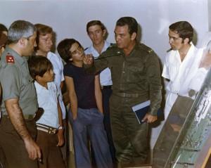 08a - Em Cuba,durante a visita do general Otelo Saraiva de Carvalho (Julho de 1975)-w1920
