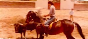 09 - No México, durante uma aula de  rejoneo  com o Mestre Pedro Louceiro (1978)