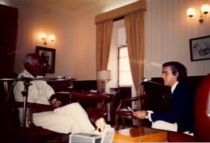 14 - Na Cidade da Praia, a entrevistar o Presidente Aristides Pereira para a Radiogeste (1988)