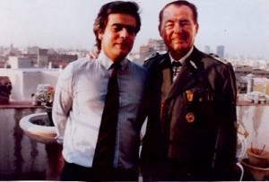 15 - Em Madrid, numa entrevista para a revista  Sábado com o general das SS nazis Leon Degrelle (Abril de 1990)