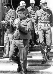17 - Em LIsboa, à saída do Tribunal Militar (1990)