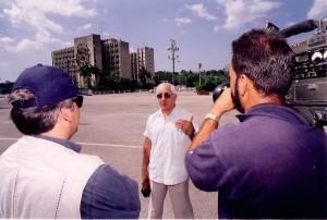 33 - Em Havana, com Otelo Saraiva de Carvalho, na Plaza de la Revolucion (1997)