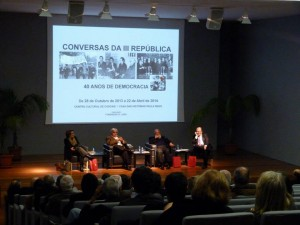 43 - Em Cascais, a moderar uma sessão das  Conversas da III República , com Zita Seabra, Joaquim Letria e João Proença (2013)