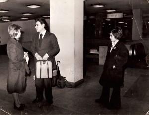 06 - Com os meus Pais, no aeroporto de Lisboa, de partida para Cuba (Fevereiro de 1975)