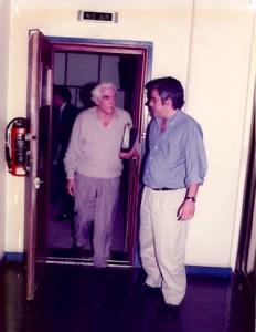 22 - Com Álvaro Cunhal, no final de uma entrevista no meu programa  A Prova dos Nove  da Rádio Comercial (1992)