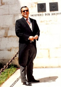 32 - Em Lisboa, no Mosteiro dos Jerónimos, à entrada do  casamento real  (1995)