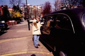 35 - Em Londres, durante uma reportagem pata o  Tal&Qual  (1998)